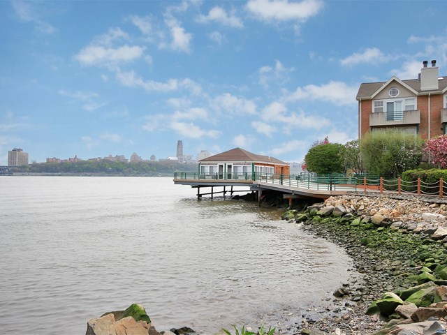 Grand Cove Condos For Sale On The Water in Edgewater NJ